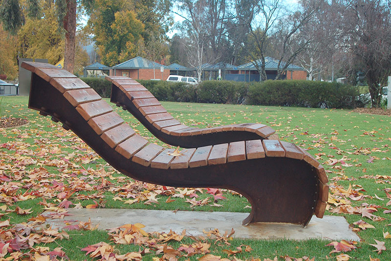 curved lounges